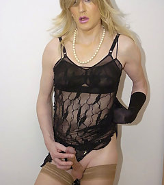 Watch this lesbian suck some Tgirl cock
